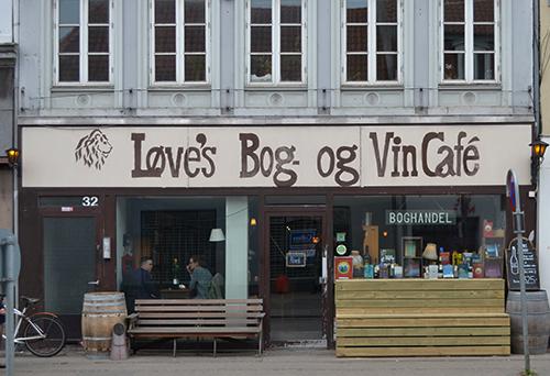 løves bog og vincafe